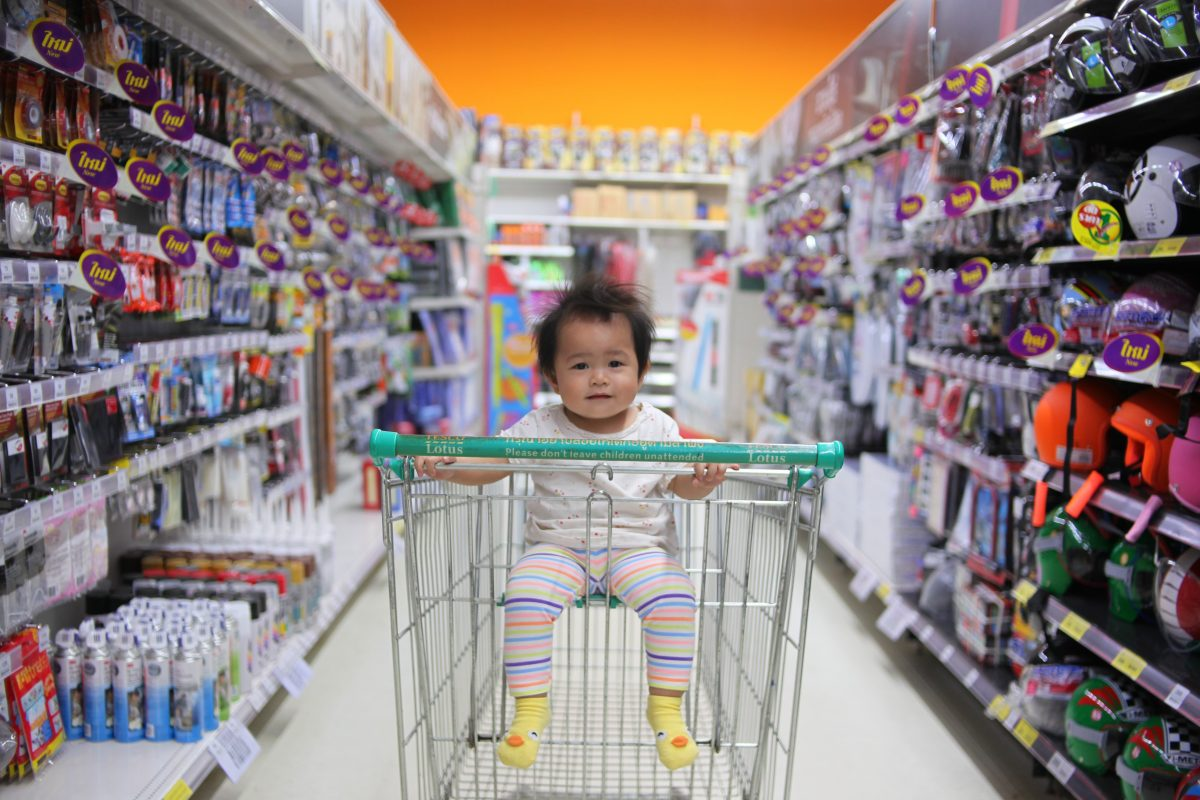 How to make grocery shopping with kids more enjoyable